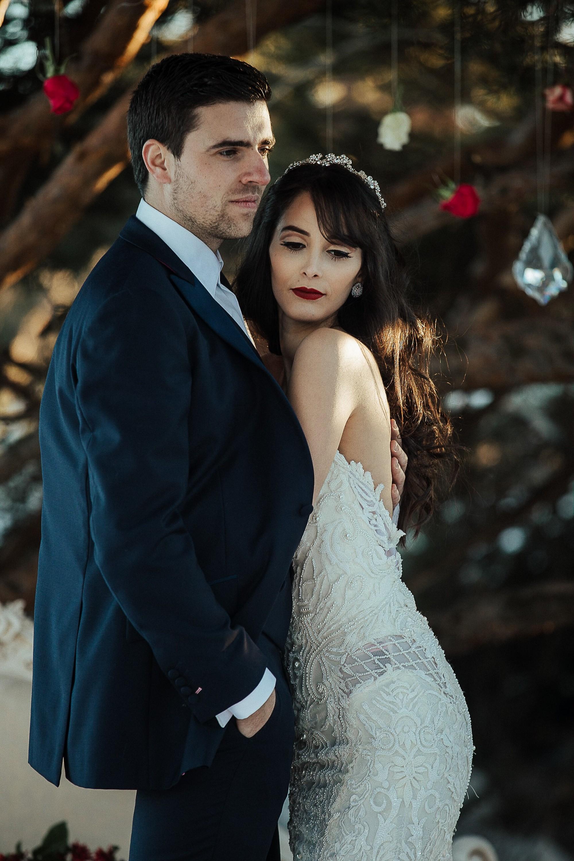 shooting inspiration dark romance mariage romantique glamour hiver neige lasoeurdelamariee blog. Black Bedroom Furniture Sets. Home Design Ideas